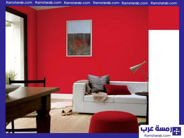 لون احمر غامق لغرف المعيشة