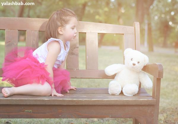 طفلة مع دبدوب