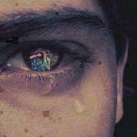 بكاء في عيون شاب