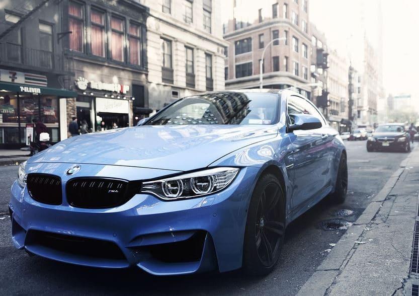عربية BMW جميلة